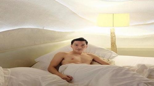 """กำเดาแทบพุ่ง!! """"ปู แบล็คเฮด"""" ส่งภาพนอนบนเตียง ถอดเสื้อโชว์ความเซ็กซี่"""
