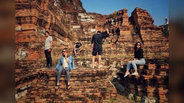 ชาวเน็ตรุมประณาม! วัยรุ่นปีนโบราณสถานคุยโวมุมที่คุณไม่เคยเห็น