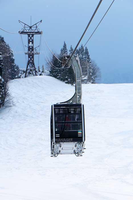 นั่งกระเช้าไฟฟ้าขึ้นไปไปชมปีศาจหิมะ