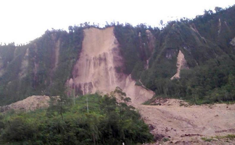 """ยอดตายแผ่นดินไหว 7.5 ใน """"ปาปัวนิวกินี"""" พุ่งไม่ต่ำกว่า 30 ศพ เกิดหลุมยุบ-ดินถล่มหลายจุด"""