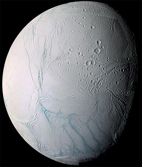"""อาจมีสิ่งมีชีวิตขนาดจิ๋วสร้างมีเทนบน """"เอนเซลาดัส"""" ดวงจันทร์ของดาวเสาร์"""