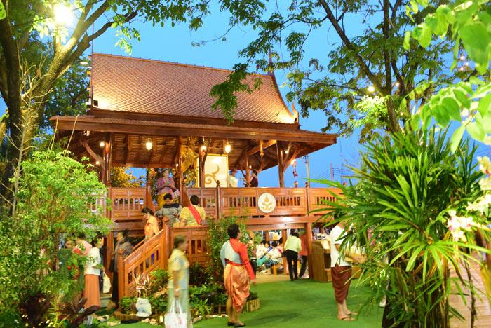 บ้านทรงไทยในโซนนิทรรศการเทิดพระเกียรติ ร.๙