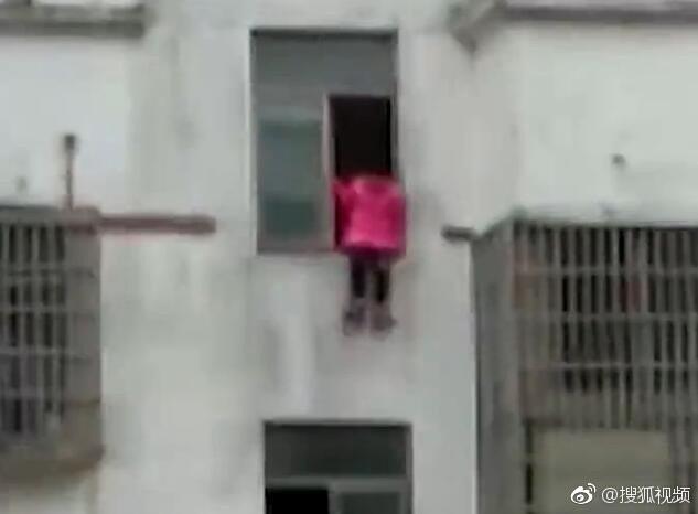 เด็กหญิงจีน 12 ปี กระโดดตึก เพราะทำการบ้านไม่เสร็จ ในช่วงวันหยุด