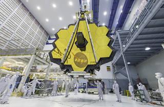 กล่องโทรทรรศน์อวกาศเจมส์เวบบ์ใช้เทคโนโลยีเคลือบทองคำในระบบหล่อเย็นของอุปกรณ์วัดด้วยอินฟราเรด  Credit:  NASA
