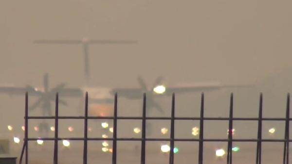 วิกฤตหมอกควัน ไฟป่าคลุมลำปางทั้งเมือง สองสายการบินดีเลย์ยาว