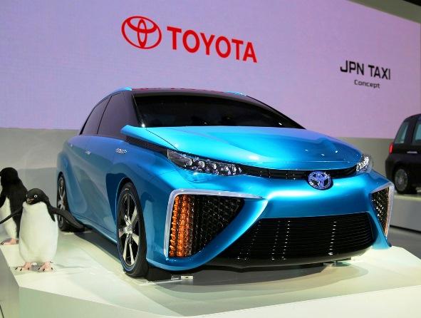 """ญี่ปุ่นเดินหน้าสู่ """"รถพลังไฟฟ้า"""" 11 บริษัทยักษ์จัดมือตั้งสถานีเติมไฮโดรเจน"""