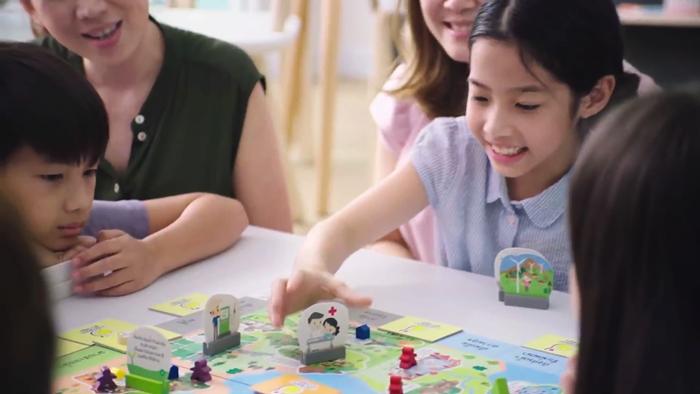 """""""นักพัฒนาความสุข"""" แพทย์หนุนเด็กเล่น """"บอร์ดเกม"""" เสริมความฉลาดให้ลูก!! [มีคลิป]"""