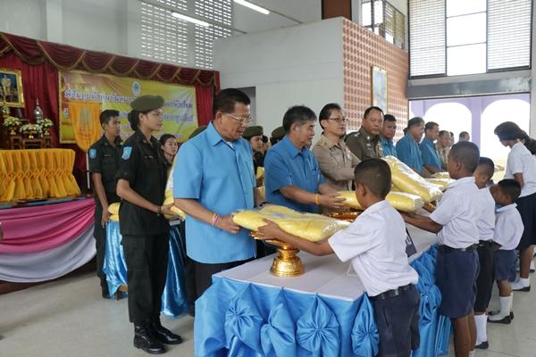 มูลนิธิราชประชานุเคราะห์ระนอง มอบผ้าห่มกันหนาวพระราชทานแก่ โรงเรียนราชประชานุเคราะห์ 38