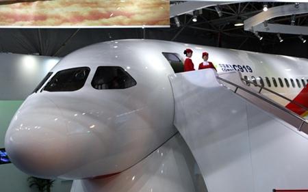 """COMAC เตรียมส่งมอบ """"จัมโบเจ็ท ซี919"""" เครื่องบินโดยสารฝีมือจีนลำแรกในปี 2563"""