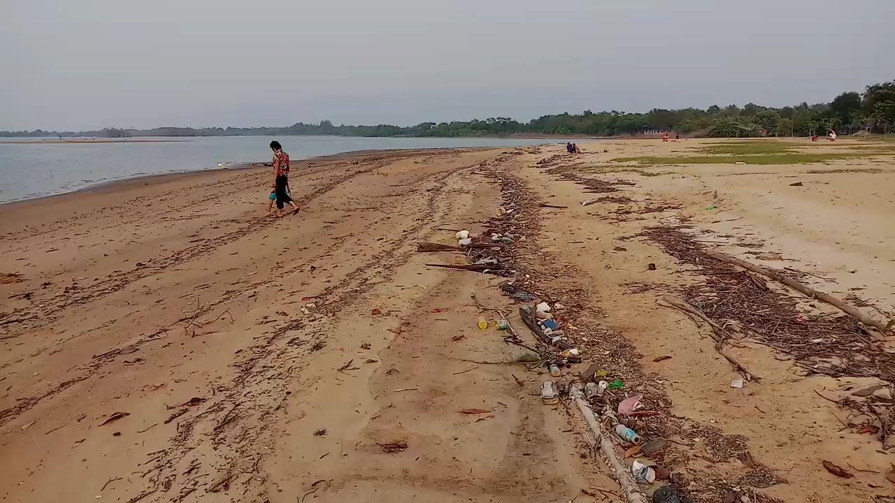 นักท่องเที่ยวสุดเซ็ง!!! เจออีกขยะเกลื่อนหาดอู่ต่อเรือบ้านเสม็ดงาม จ.จันทบุรี