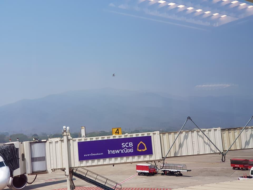 ดอยสุเทพจากมุมมองสนามบินนานาชาติที่ถูกหมอกควันบดบัง