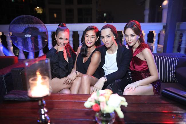 """""""เต้ ปิยะรัฐ"""" นำทีมเซเลบริตี้ตัวแม่ จัดปาร์ตี้สุดเอ๊กคลูซีฟ  เปิดตัว Entertainment Tonight Thailand รายการข่าวบันเทิงระดับโลก"""