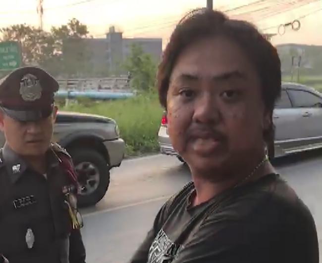 ทำไปได้! หนุ่มเมาเต็มที่ขี่มอเตอร์ไซค์ สั่งตำรวจให้นำทาง กร่างอ้างเป็น ผบ.สูงสุด (มีคลิป)