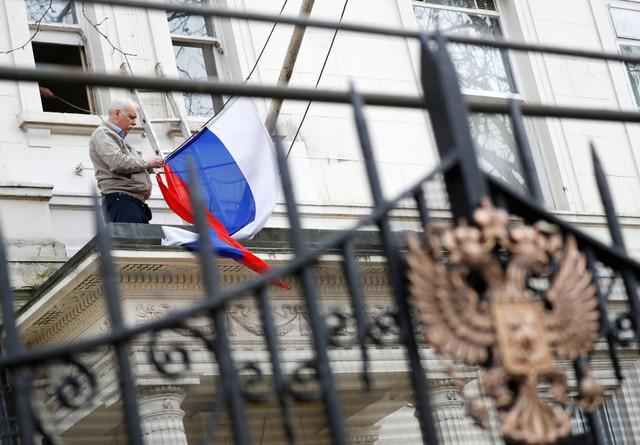 """ตึงเครียดแน่! รัสเซียควันออกหูชี้อังกฤษขับไล่นักการทูต คือการเลือกหนทาง """"เผชิญหน้า"""""""