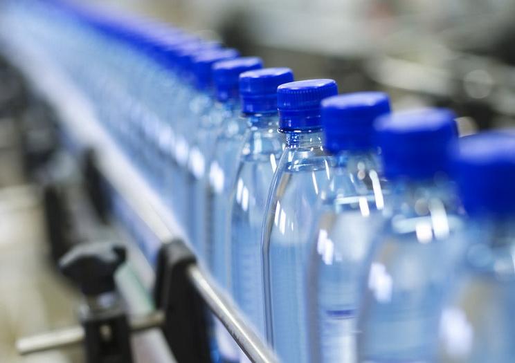 """สุดอึ้ง! ผลวิจัยพบ """"พลาสติก"""" ปนเปื้อนในน้ำดื่มบรรจุขวดหลายยี่ห้อ สำรวจใน """"ไทย"""" ก็เจอ"""