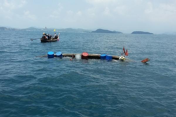 ซวย! เรือหาปูสมอติดก้อนหินใต้ทะเลคลื่นซัดจม สุดท้ายดับ 1 ราย
