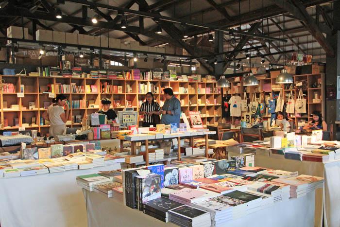 ร้านหนังสือภายใน The Jam Factory