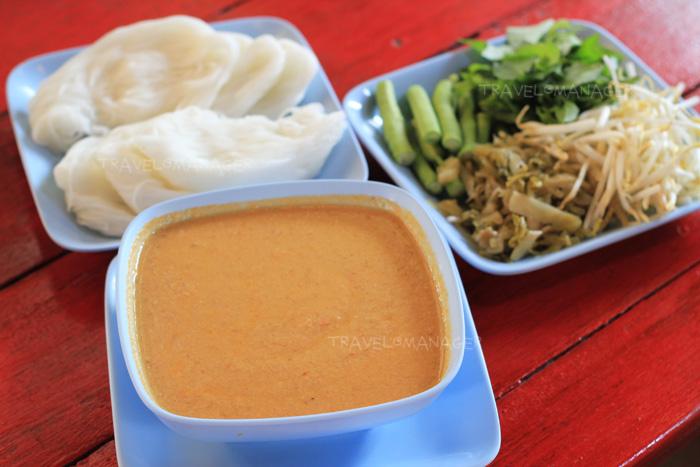 ขนมจีนน้ำยาไก่
