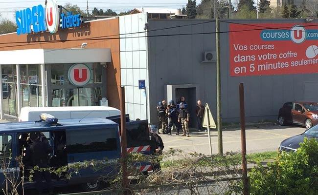 ระทึก! เกิดเหตุจับตัวประกันในซูเปอร์มาร์เก็ตฝรั่งเศส ตายแล้ว 1 ศพ