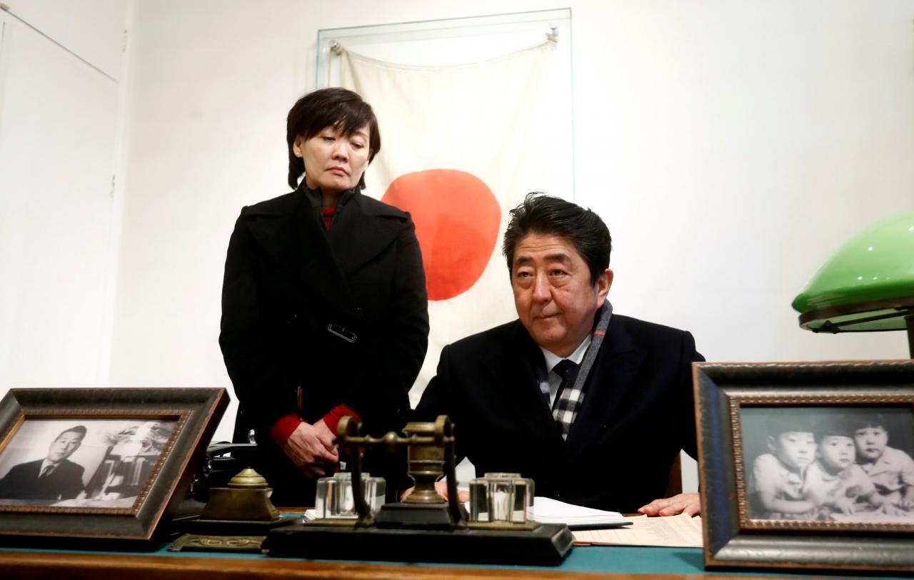 คดีขายที่ดินฉาวทำเมียอาเบะลำบาก คนญี่ปุ่นส่วนใหญ่หนุนสภาไต่สวน