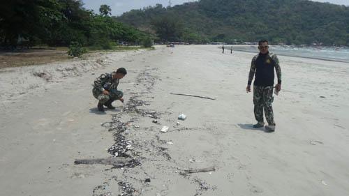 หาดแม่รำพึงเจอคราบน้ำมันถูกซัดเกลื่อนอีก หลังจากคราวก่อนเจอขยะอื้อ