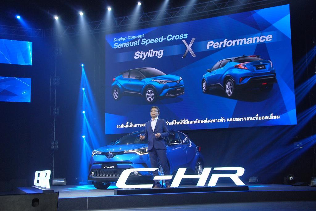 มร.ทาคาโทโมะ สึซึกิ หัวหน้าวิศวกร ผู้พัฒนา C-HR ให้ข้อมูลตัวรถอย่างละเอียด