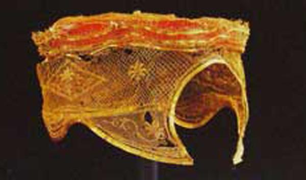 พระสุวรรณมาลาของสตรีจากกรุวัดราชบูรณะที่พิพิธภัณฑ์เจ้าสามพระยา