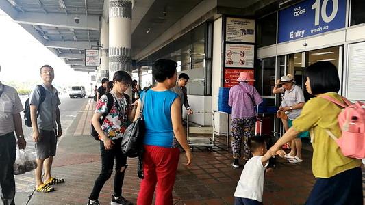"""อึ้ง! นักท่องเที่ยวจีนแห่ขน """"ปะการัง"""" กลับบ้าน จนท.สนามบินเชียงใหม่ต้องเข้มตรวจสกัดยึดไว้เพียบ"""