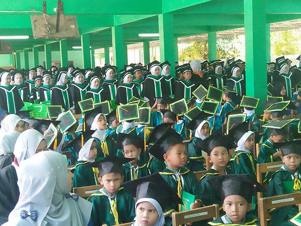 """""""ร.ร.นาวาวิทย์"""" มุ่งพัฒนาเป็นศูนย์กลางของชุมชน เน้นสอนภาษา หวังสร้างโอกาสให้แก่เด็ก"""