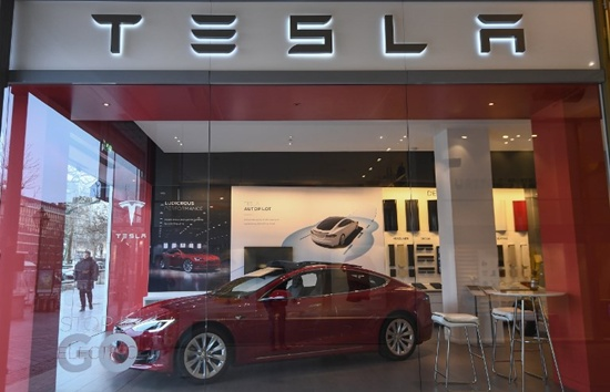 Tesla recalls 123,000 cars for power steering fix