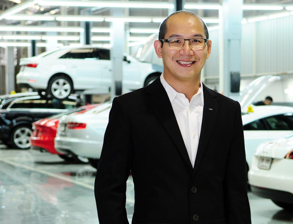 นายวัลลภ  เฉลิมวงศาเวช รองกรรมการผู้จัดการฝ่ายการบริการหลังการขาย