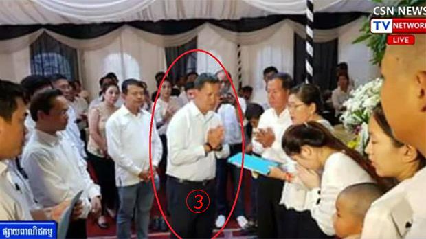 <br><FONT color=#00003>พล.ท.ฮุนมาเนต รองผู้บัญชาการกองทัพ ซึ่งเป็นบุตรชายคนโต ของนายกรัฐมนตรีฮุนเซน ให้เกียรติไปร่วมงานศพ  ปลายเดือน ม.ค.ที่ผ่านมา ซึ่งหลายฝ่ายเชื่อว่า เป็นแรงกดดันสำคัญ ให้กระทรวงมหาดไทย ต้องฟื้นเรื่องราวขึ้นมา เพื่อหาความยุติธรรม ให้แก่ผู้เสียชีวิตกับสมาชิกครอบครัว. </a>