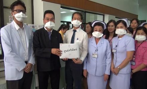 คณะแพทย์ มช.แจกหน้ากากอนามัยกระตุ้นคนรู้จักป้องกันตัวจากปัญหาคุณภาพอากาศ