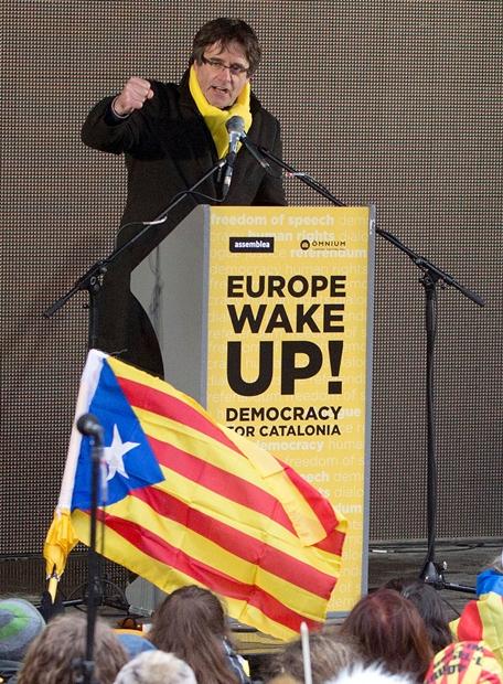 "In Pics : อัยการเมืองเบียร์ยื่นศาล ขอส่งตัวกลับสเปน – สส.เยอรมันแอบอัดเสียง ""ปุยจ์เดมองต์"" จากคุก เปิดใจครั้งแรกหลังถูกจับ"