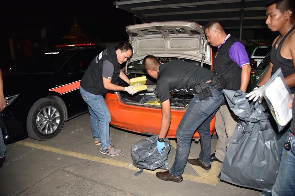 ตำรวจดักจับคนขับแท็กซี่ค้ายาเสพติด เจอของกลางเต็มรถ