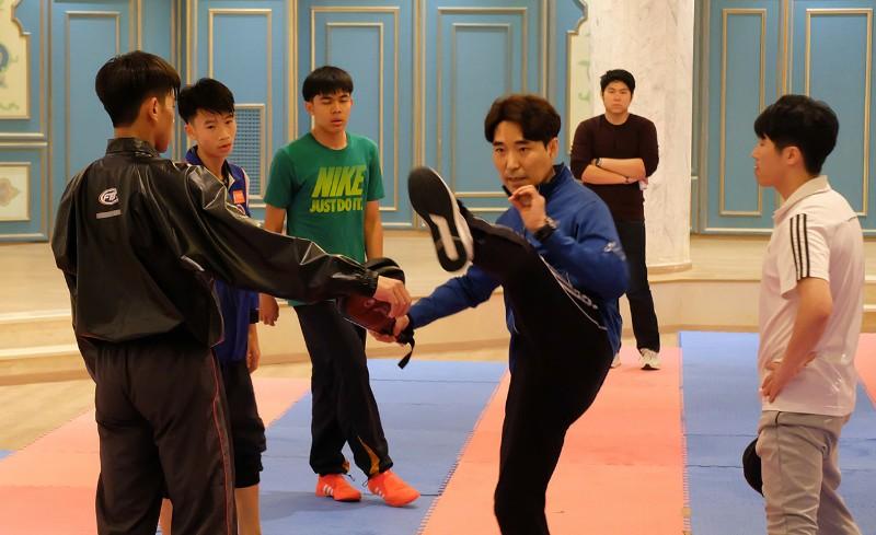 """""""โค้ชเช"""" จับตา """"เกาหลีใต้-อิหร่าน"""" คู่แข่งแย่งตั๋วยูธ อลป.จอมเตะไทย"""