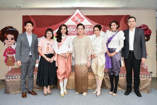"""เอส แอนด์ พี ชวน 'ปราง-นุ่น' ย้อนยุคทำข้าวแช่ """"สำรับจริตไทย""""  สืบสานตำนานอาหารไทยโบราณ หวังเผยแพร่แก่คนรุ่นใหม่"""