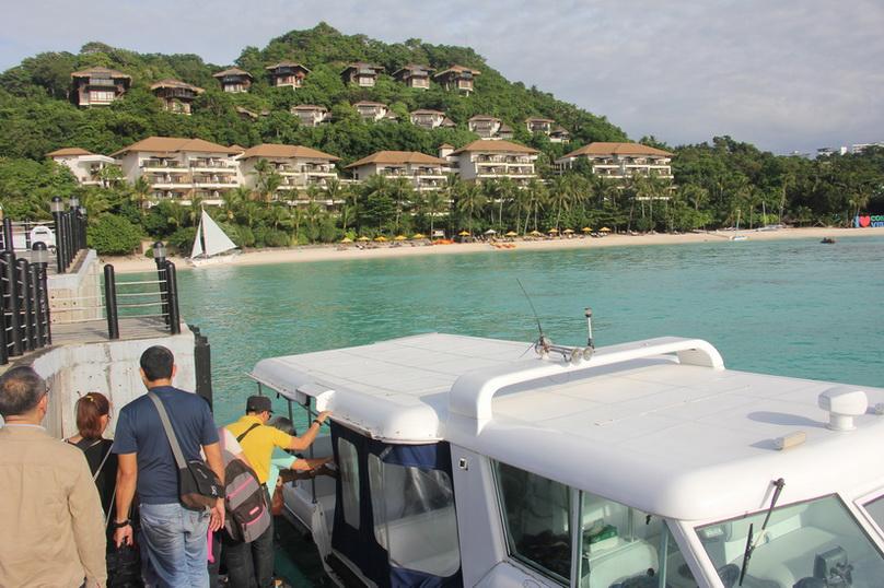 """ฟิลิปปินส์สั่งปิดเกาะสวรรค์ """"โบราไกย์"""" นาน 6 เดือน หลังพบรีสอร์ต-โรงแรมปล่อยน้ำเสียลงทะเล"""