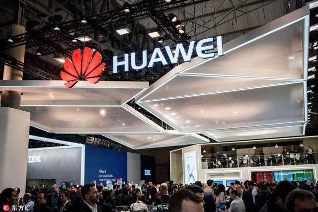 โซนจัดแสดงสินค้าของ หัวเว่ย ในงาน Mobile World Congress ประจำปี 2018 ซึ่งเป็นงานแสดงสินค้ามือถือที่ใหญ่ที่สุดในโลก ที่บาร์เซโลนา เมื่อวันที่ 26 กุมภาพันธ์ 2018 (ภาพไชน่าเดลี)