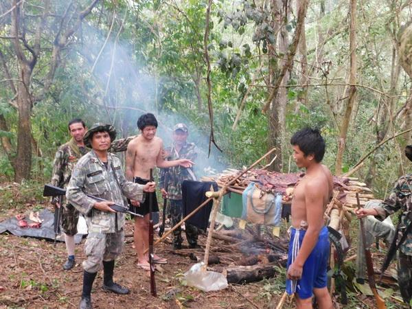 เตลิดไป 1 จนท.อุทยานฯ บุกจับ 2 พรานหนุ่มขณะชำแหละหมูป่า-ลิงลม เตรียมลมควันเอาออกไปขาย