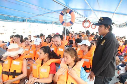 คึกคัก!! นักท่องเที่ยวทะลักพัทยา-เกาะล้าน จ.ชลบุรี  ช่วงวันหยุดยาวก่อนสงกรานต์