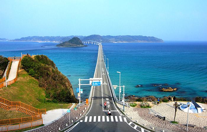 สะพานทสึโนชิมะ จังหวัดยามากุจิ เป็นสะพานที่มีวิวทิวทัศน์สวยติดอันดับต้นๆของญี่ปุ่น