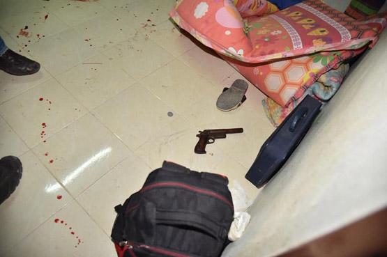 หนุ่มใหญ่โมโหแรงคิดว่าเมียมีชายอื่น คว้าปืนยิงใส่สาหัส ก่อนยิงตัวเองตาย