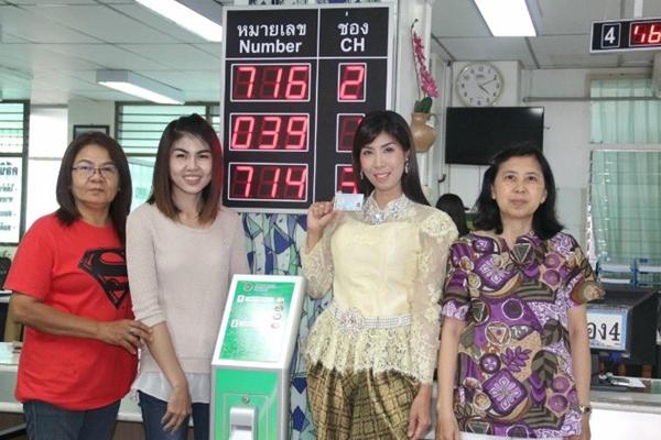 แรงไม่หยุดแม่ค้าภูเก็ตแต่งชุดไทยทำบัตรประชาชน
