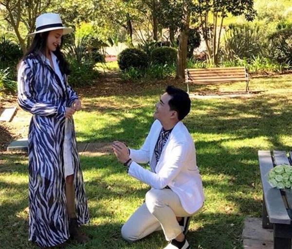 """รักสุกงอม! """"เคลลี่"""" คุกเข่าขอ """"น้องนาย"""" แต่งงานที่แอฟริกา"""