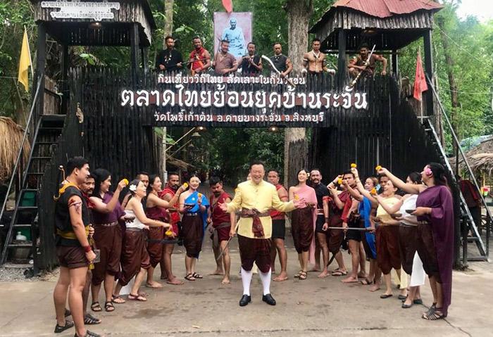 นุ่งโจงห่มสไบ เล่นน้ำแบบไทยๆ ณ สิงห์บุรี