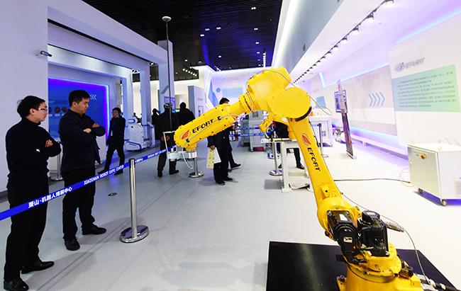 ประธาน บ.อิเล็กทรอนิกส์ยักษ์ใหญ่จีน ชี้หุ่นยนต์จะไม่แย่งงานมนุษย์