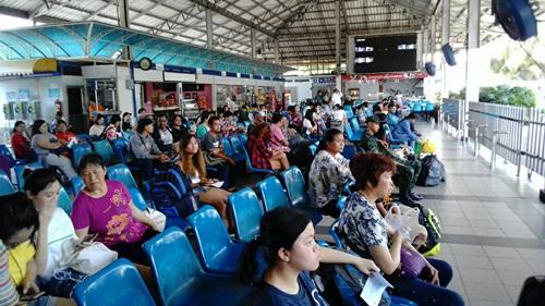 ประชาชนในพื้นที่ในภาค ตอ.  เริ่มทยอยเดินทางกลับภูมิลำเนาในช่วงเทศกาลสงกรานต์