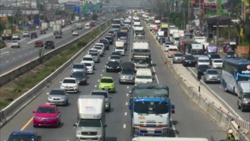 ถนนสายเอเชีย ,พหลโยธิน รถแน่นเต็มทุกเลนการจราจรคับคั่ง