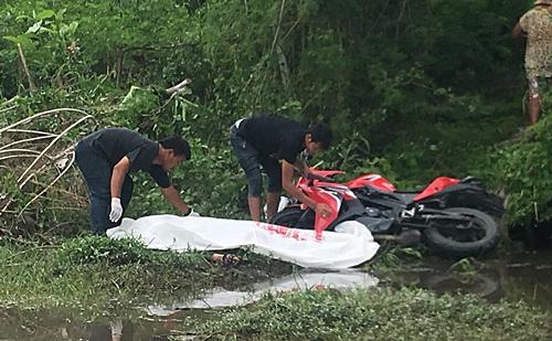ชลบุรี มีผู้เสียชีวิตช่วง 7 วันอันตรายแล้ว 2 ราย หลังหนุ่ม รปภ.ซิ่งบิ๊กไบค์ตกบ่อดิน .ดับ